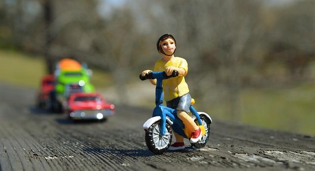 Come pedalare in sicurezza su una strada trafficata