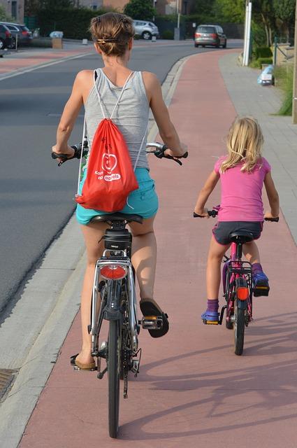 Come stare al sicuro quando si pedala o si pedala per piac
